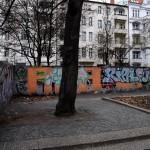 Bundesplatz Westseite mit Mauer